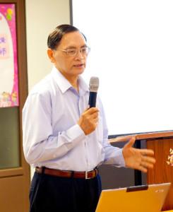 2014年4月26日、27日,在台灣雷藏寺所舉行的首屆「大專超生命活力成長營」,由真佛宗博士教授團授課,精彩成功。圖為授課教師之一中研院朱時宜教授。