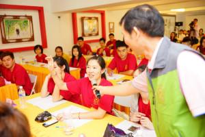2014年4月26日、27日,在台灣雷藏寺所舉行的首屆「大專超生命活力成長營」,由真佛宗博士教授團授課,精彩成功。圖為學員踴躍發問