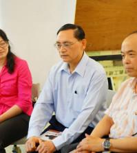 2014年4月26日、27日,在台灣雷藏寺所舉行的首屆「大專超生命活力成長營」,由真佛宗博士教授團授課,精彩成功。圖為三位授課教授左起洪欣儀教授、朱時宜教授及麥韻簧教授。