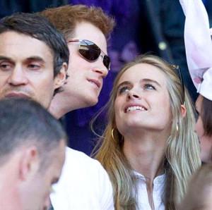 美媒:哈利王子傳女友分手