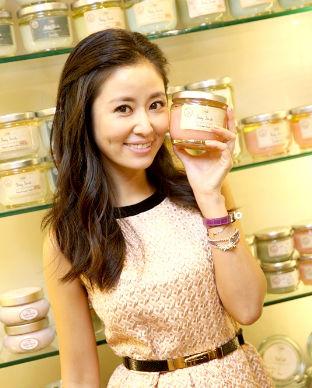 以色列知名香氛品牌SABON進駐台北太平洋SOGO,林心如擔任剪綵嘉賓。p1022-a5-02a
