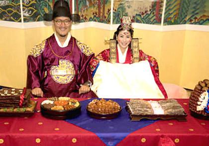 許茹芸在首爾舉行韓國傳統婚禮,幸福滿滿。p1022-a8-02