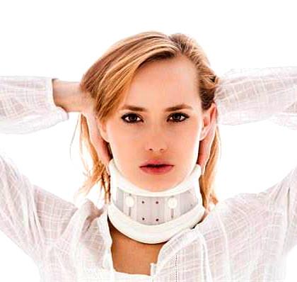 專家說:「頸部扭傷並不一定需要戴護頸。」p1027-a6-01