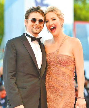 美國明星凱特哈德森(右)和麥特貝勒米訂婚3年多,日前突然宣布分手。p1034-a2-02a