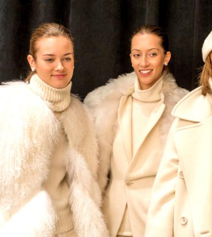 秋冬皮草時尚秀。秋冬許多皮草外套、大衣以粉嫩色彩呈現夢幻年輕感,在 GUCCI、Saint Laurent、Marc Jcobs 等品牌秀上可找到嬰兒藍、蘋果綠、粉紅色、象牙白等色系的皮草外套、大衣。圖為Marc Jacobs的模特兒。p1034-a3-01