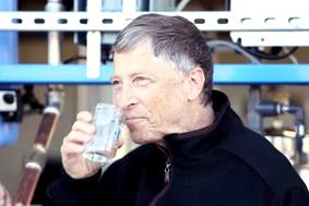 排泄物5分鐘變淨水 比爾蓋茲說好喝!p1038-a4-07