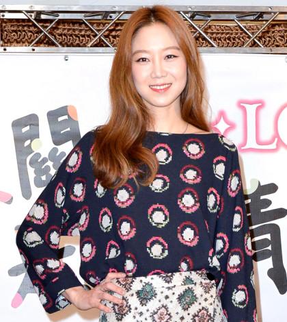 韓國女星孔孝真於日前抵達台灣,為在台灣播出的新劇「沒關係,是愛情啊!」宣傳。p1038-a5-02a