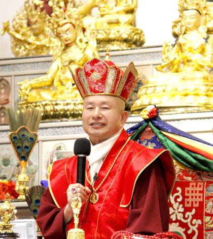 圖為蓮生法王盧勝彥p1045-03-01