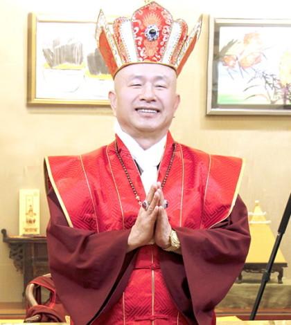 圖為無上法王蓮生活佛盧勝彥p1045-08-01TH