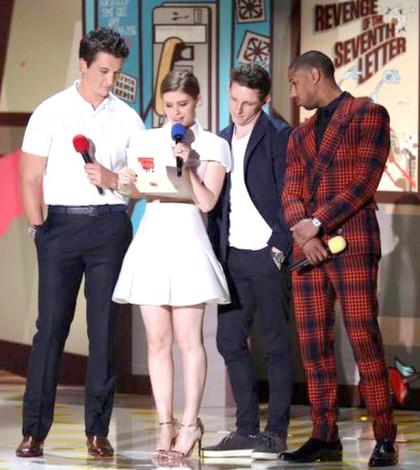 左起Miles Teller, Kate Mara,  Jamie Bell and Michael B. Jordan 擔任頒獎嘉賓p1052-a8-09