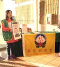 圖為溫哥華華光功德會義工在街頭為尼泊爾賑災募款p1055-13-12