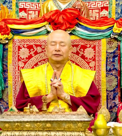 圖為盧師尊手結地藏王菩薩印p1057-02-03
