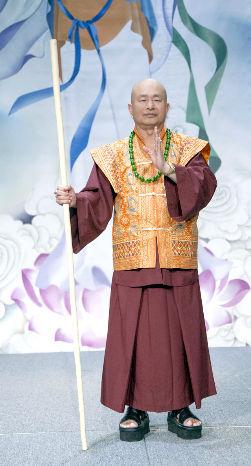 圖為師尊舞棍虎虎生風p1074-09-02A
