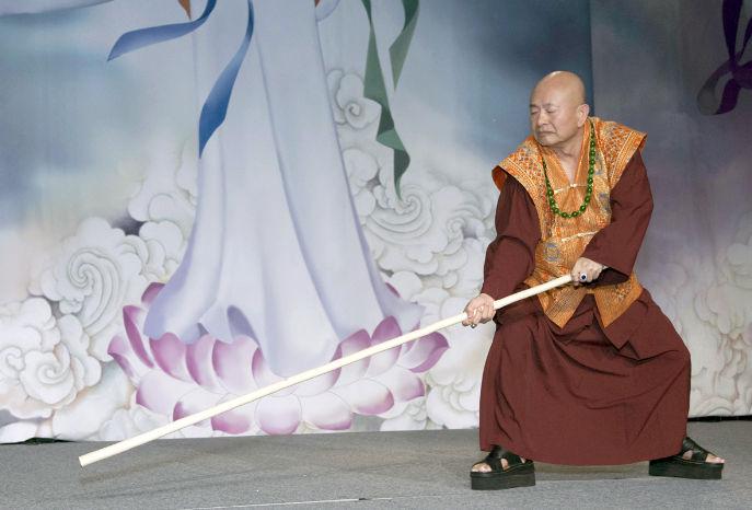 圖為師尊舞棍虎虎生風p1074-09-02C