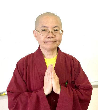 圖為蓮媖法師獲宗教碩士學位p1074-15-03