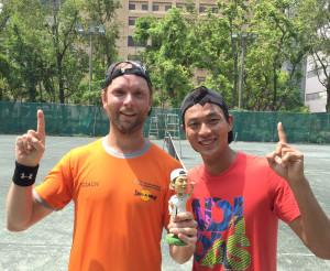 團員瓦倫汀和 台灣網球一哥盧彥勳合影p1074-a8-05