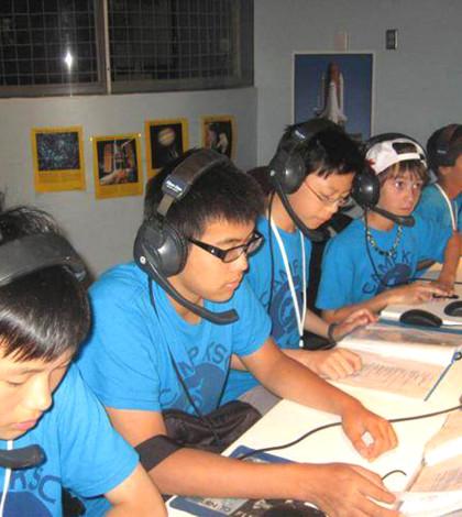 孩童在NASA學習p1104-a2-02
