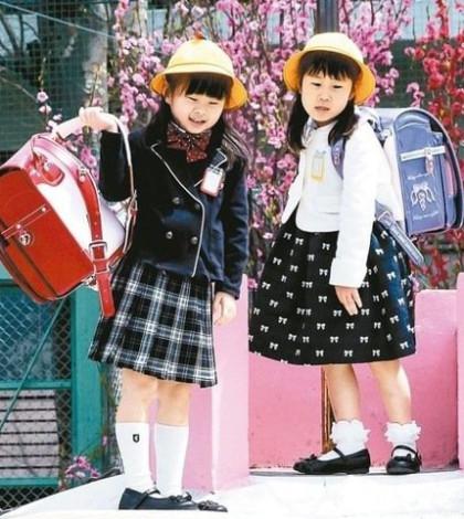 日本小學生揹著可愛的書包p1104-a4-10