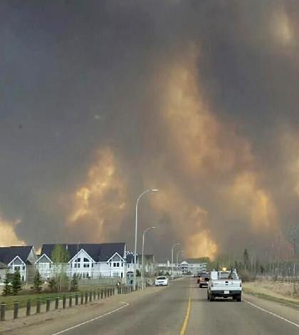 約2400戶民宅燒毀p1108-a1-07