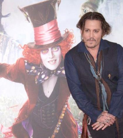強尼戴普為新片《魔境夢遊:時光怪客》做宣傳p1108-a8-12