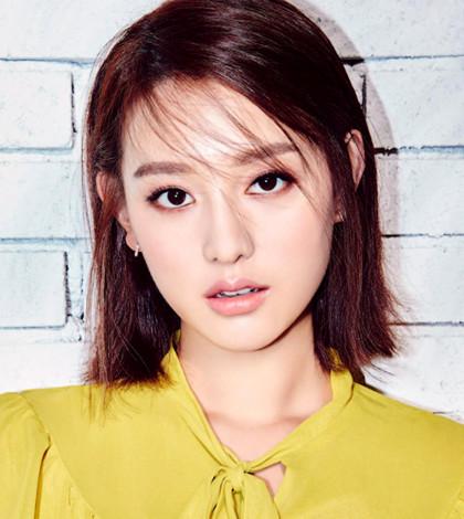 韓星金智媛2010年出道,她日前演出了KBS人氣劇「太陽的後裔」,劇中塑造了一個敢愛敢恨的尹明珠。p1109-a5-01