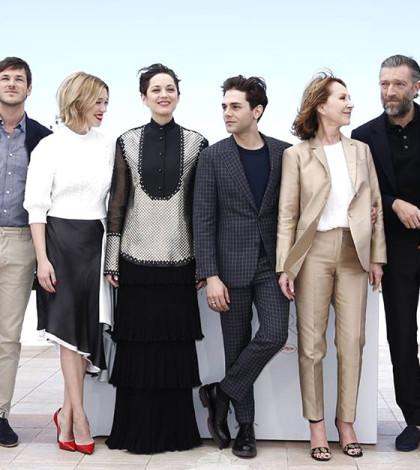 左至右:加斯帕德尤利爾、蕾雅瑟杜、瑪莉詠歌蒂亞、札維耶多藍(導演)、娜塔莉拜耶、文森卡索。p1110-a8-07