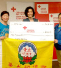 圖為捐贈儀式後加拿大紅十字會代表與義工們合影p1115-14-06