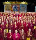 圖為蓮生法王、蓮香師母及與會參加的真佛上師團、僧團大合照p1124-02-08