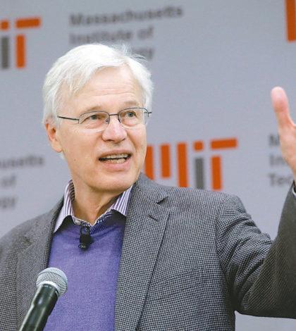 今年諾貝爾經濟學獎共同得主霍爾姆斯特朗認為,一些執行長薪酬裡的紅利「似乎高得不尋常」。p1130-a4-02