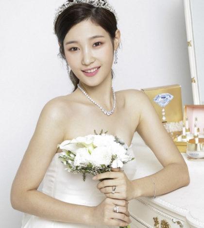 韓國組合DIA成員鄭彩妍近日攜手bntnews和某珠寶品牌拍攝了一組時尚寫真。寫真中的鄭彩妍宛如公主,唯美迷人。p1130-a5-03