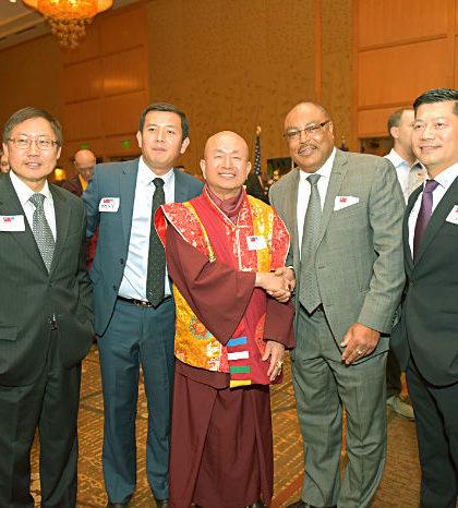 圖為蓮生法王盧勝彥與出席西城中華民國雙十國慶的政要貴賓合影p1131-03-04
