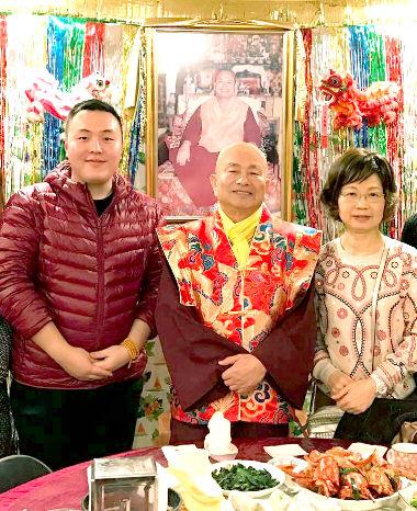 圖左起宮桑仁波切、蓮生師佛、蓮香師母合影p1135-08-01