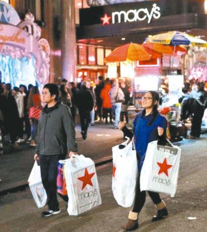 今年美國民眾一改之前不願消費的心態,年終消費金額出現強勁成長。p1141-a4-04