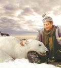 劉德華在年曆中與北極熊互動p1142-a8-15