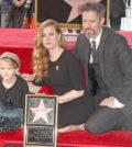 艾美亞當斯(Amy Adams)榮獲好萊塢頒發的「好萊塢星光大道」星星獎章,她帶著老公達倫蓋洛與6歲的女兒Aviana一同出席典禮,分享她在好萊塢大道上留名的榮耀時刻。p1144-a5-04
