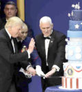 川普和副總統彭斯在就職舞會中切蛋糕p1145-a1-11