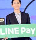 韓國超人氣男星宋仲基來台為中國信託Line Pay代言,在主持人黃子佼的教導下,他於記者會秀中文說出過年吉祥賀句:「爆竹一聲除舊歲」,贏得一片掌聲。p1145-a5-01