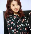 韓國明星朴信惠日前出席了在首爾樂天百貨本店舉行的某時尚品牌活動。p1145-a5-04