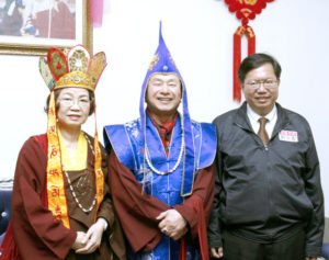 圖左起蓮香師母、蓮生法王與貴賓鄭文燦市長合影p1147-01-03