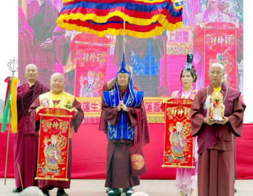 圖為弟子恭迎蓮生法王主壇法會p1147-02-04