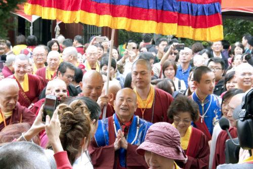 圖為眾弟子歡迎師尊、師母蒞臨黃帝雷藏寺p1147-02-07