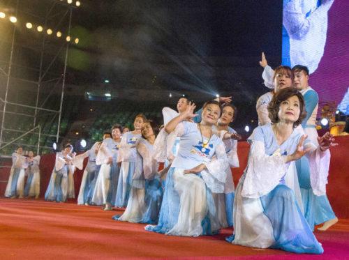 圖為師母帶領陽光舞供團表演p1148-03-10
