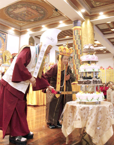 圖為師尊、師母共切賀壽蛋糕p1152-03-03B