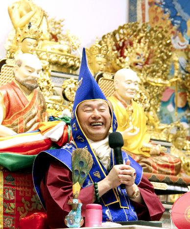 圖為法王蓮生活佛盧勝彥p1152-10-01