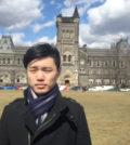 圖為林易辰攝於多倫多大學。年輕的他,擁有傲人的學歷,卻心懷故鄉,願意為保存台灣傳統文化盡心力p1152-12-01