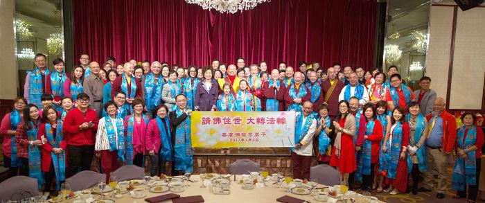 圖為師尊、師母與80幾位香港善慶佛堂弟子合影p1154-08-01