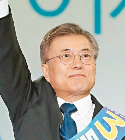 南韓總統大選各政黨候選人,最大在野黨共同民主黨推舉前黨魁文在寅為候選人,安哲秀成為第二大在野黨「國民之黨」候選人,文在寅在各項民調中支持率暫列第一。p1155-a4-05