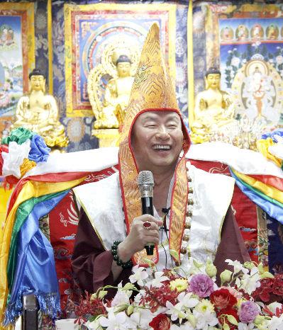圖為法王蓮生活佛盧勝彥p1156-11-01