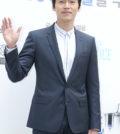韓國演員玄彬日前出席了在首爾麻浦區舉行的某品牌新產品上市活動,西裝革履,盡顯紳士氣質。p1156-a5-02