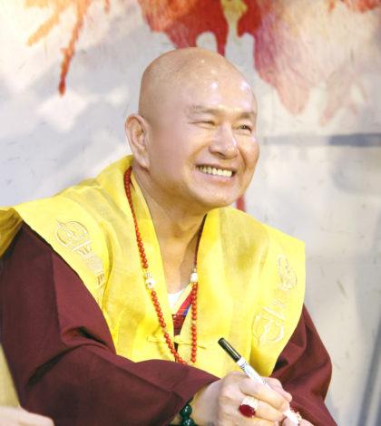 圖為當代法王作家蓮生活佛盧勝彥。